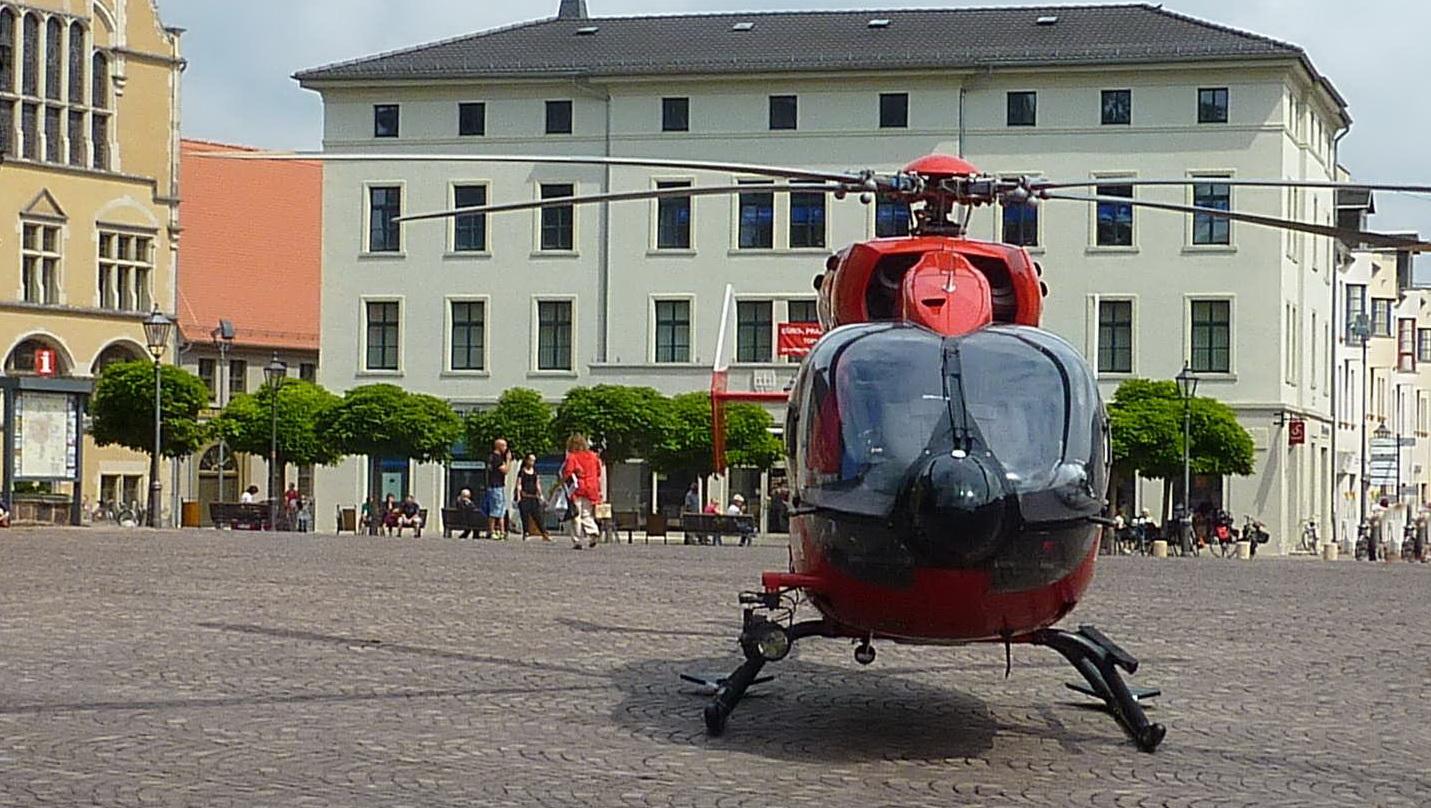 Rettungshubschrauber auf dem Marktplatz
