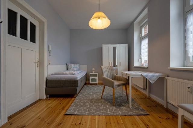 Seniorenwohnanlage in Aken – möbliertes Zimmer als Einrichtungsbeispiel im Erdgeschoß