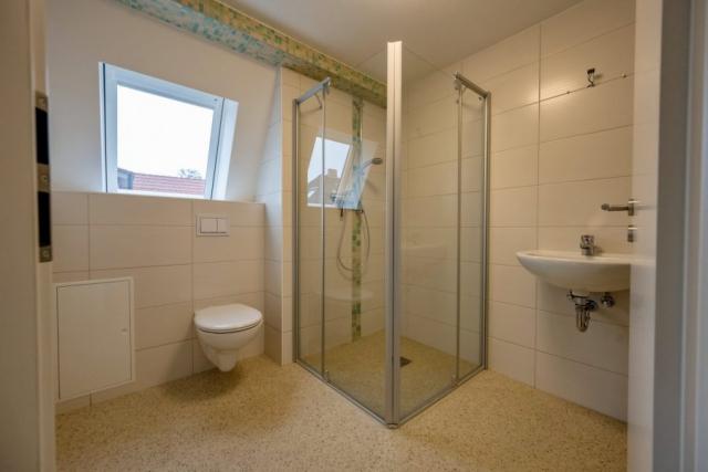 Seniorenwohnanlage in Aken – typisches Bad im Obergeschoß