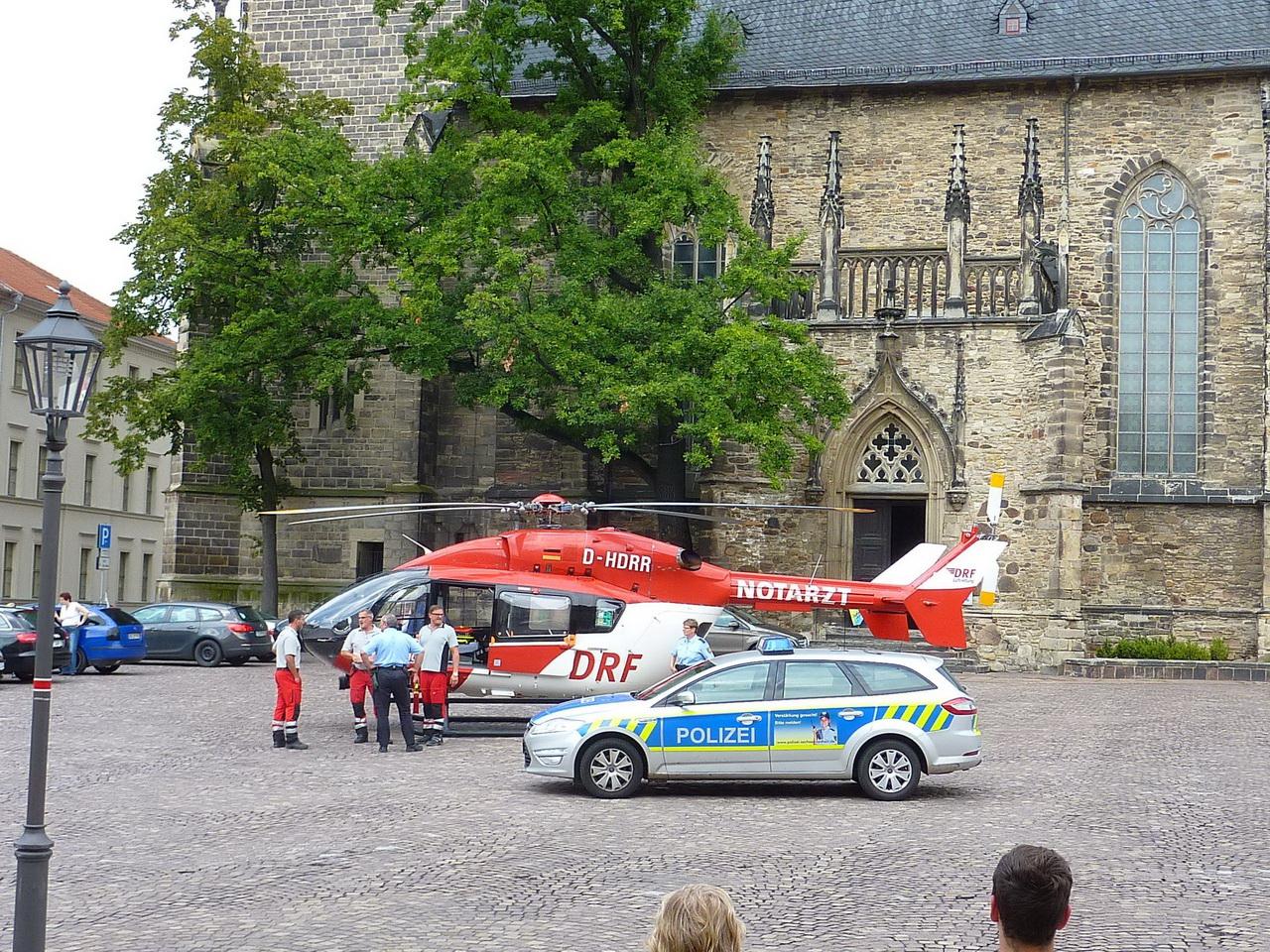 Rettungshubschrauber-auf-dem-Markt-in-Köthen-2014-08-2
